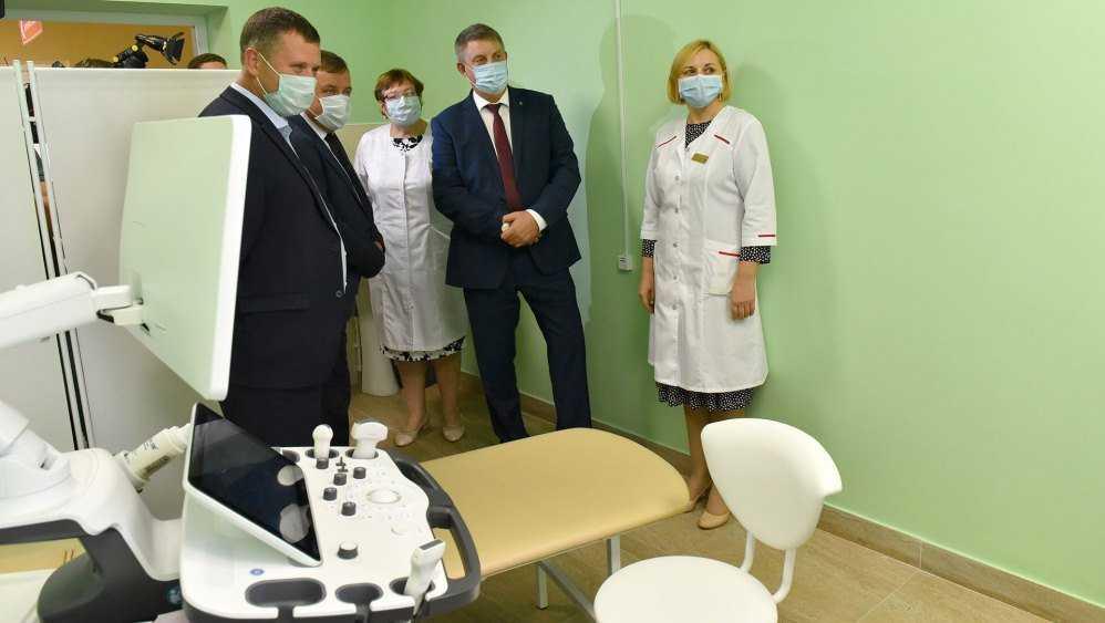 Губернатор Богомаз оценил новую детскую поликлинику Брянска