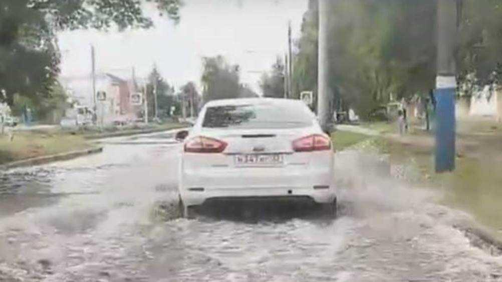 В Брянске после ливня улица 22-го Съезда КПССушла под воду