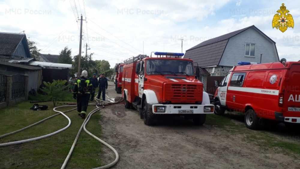 В брянском посёлке Радица-Крыловка за час потушили горевший дом