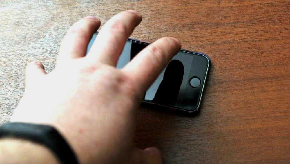 Житель Погара украл телефон у опьяневшего приятеля