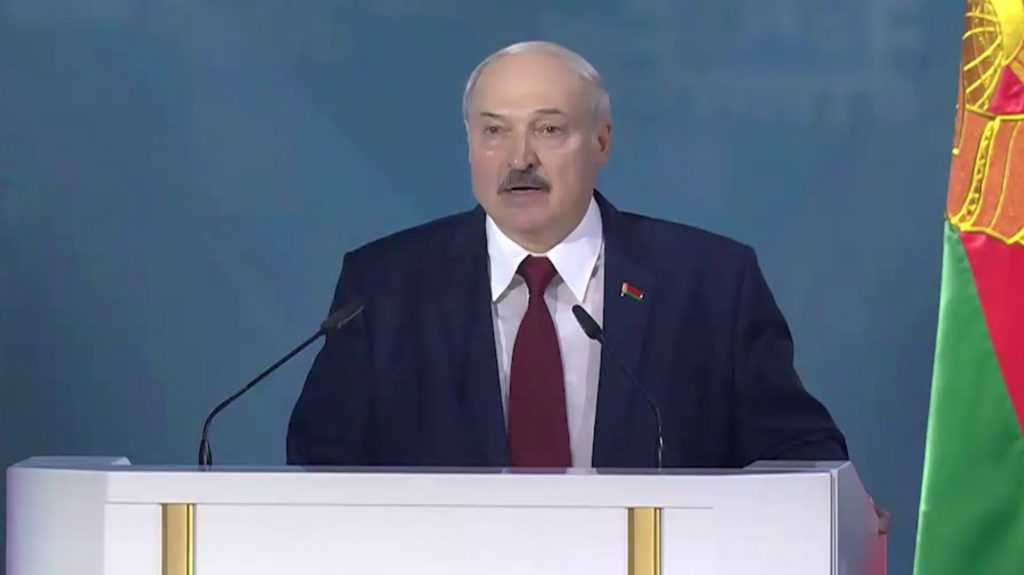 Лукашенко заявил, что разберется с митингующими