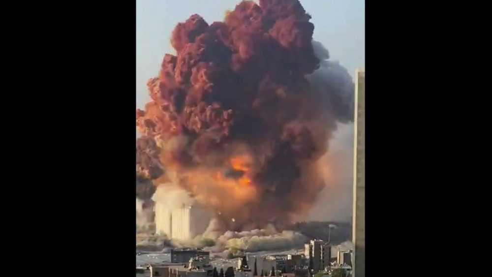 Мощнейший взрыв прогремел в Бейруте