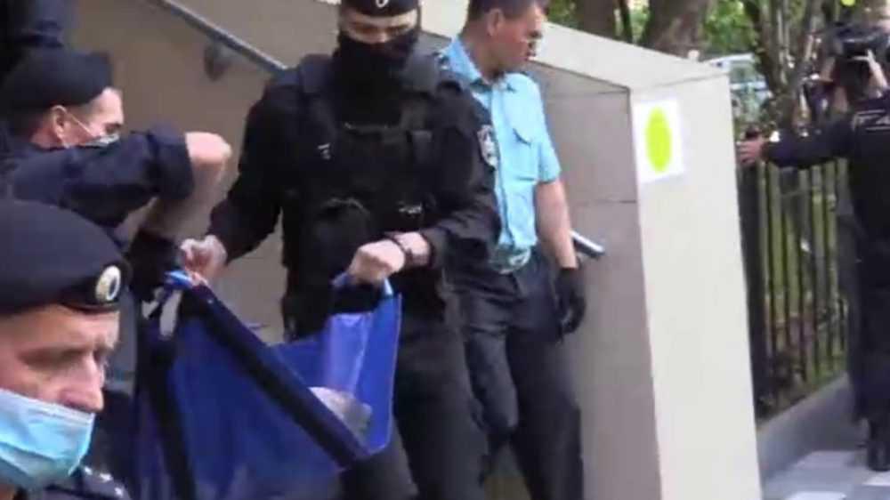 Актера Михаила Ефремова увезли из суда медики