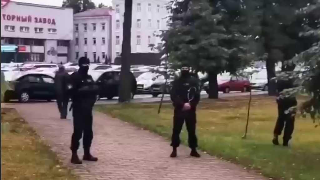 Белорусский ОМОН перешел к наступлению