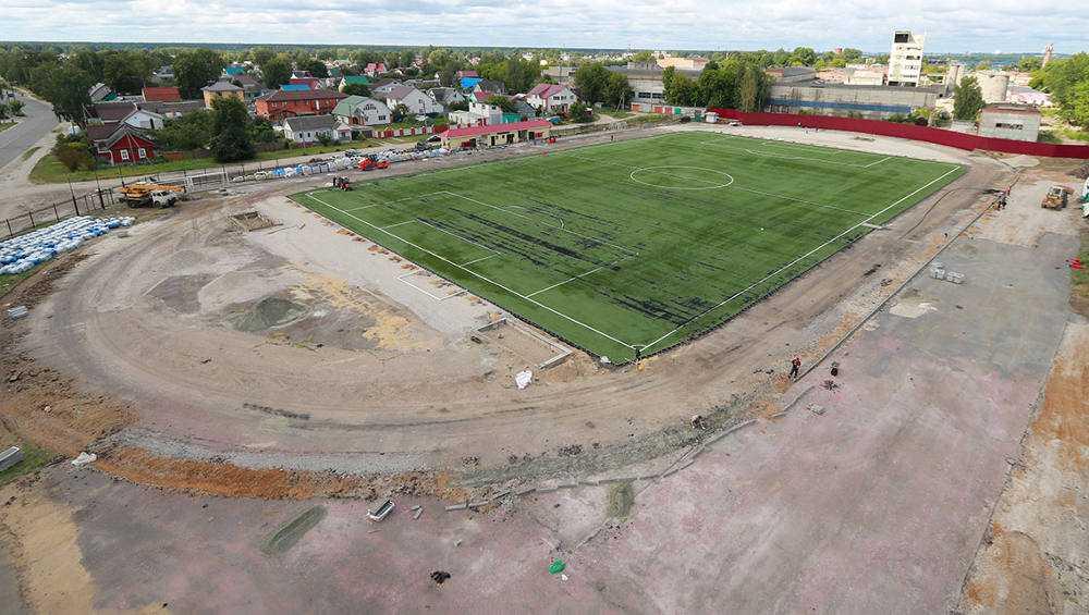 В Брянске стадион «Спартак» с искусственным газоном сдадут в сентябре