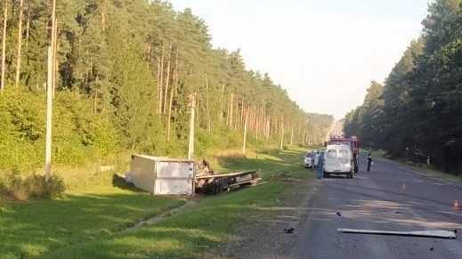 В аварии с участием фуры и легковушки под Брянском погиб водитель грузовика