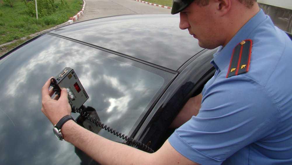 В Брянске водителя Mazda арестовали на три дня за тонировку