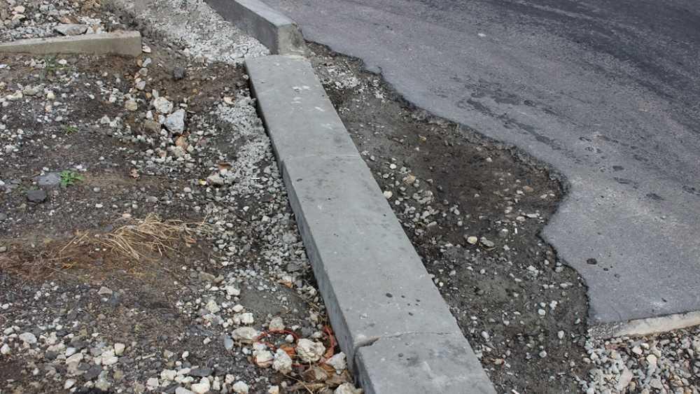 Брянских дорожников обвинили в халтурной работе на улице Бурова
