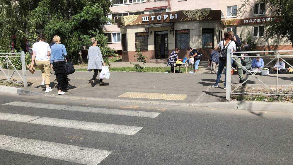 В Брянске подрядчик за свой счет исправили брак на тротуаре у «Линии»