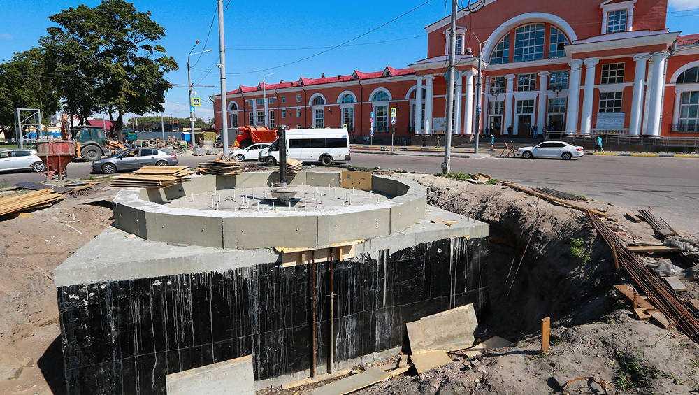 В Брянске обновленный сквер привокзальной площади откроют к сентябрю