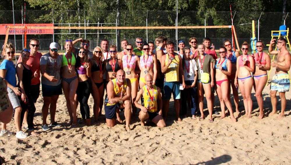 Брянские пляжные волейболисты взяли «золото» и «серебро» на своем песке