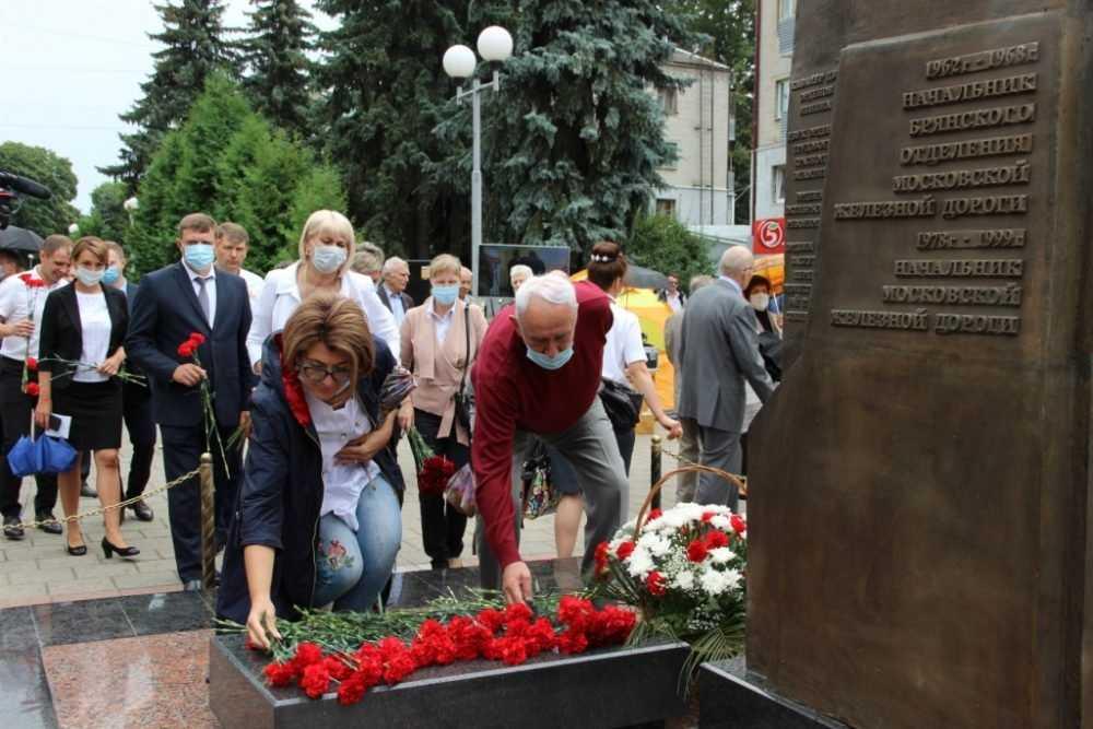 На МЖД прошел телемост между Москвой и Брянском, посвященный памяти бывшего начальника МЖД И.Л. Паристого