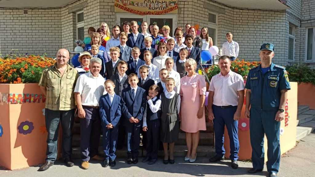 Брянские энергетики поздравили с Днем знаний воспитанников школы-интерната