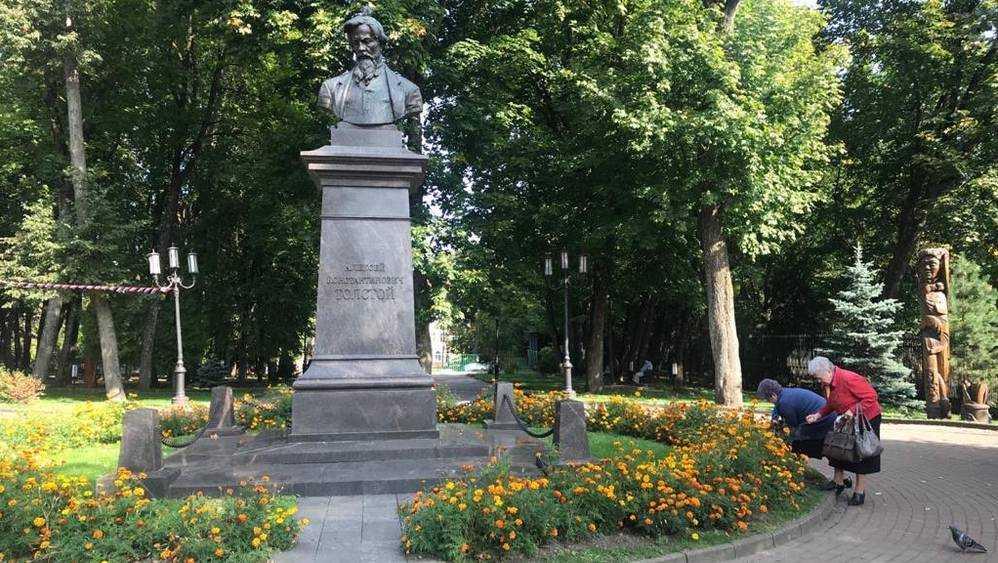Деловитые брянские женщины ударили по паразитам под приглядом Толстого