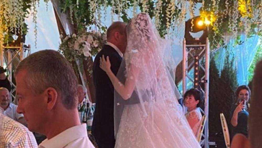Бывший хозяин брянских «Линий» в 67 лет женился на 23-летней девушке