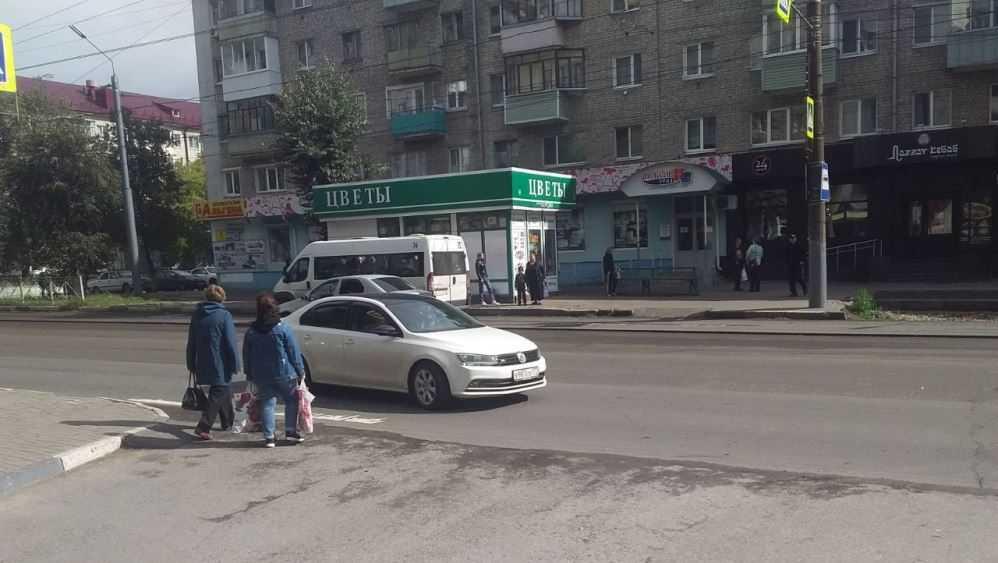 В Брянске дорога на улице III Интернационала стала опасной для пешеходов