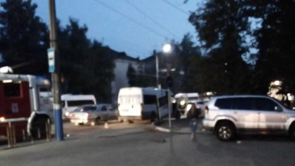 В Бежицком районе Брянска разбилась маршрутка