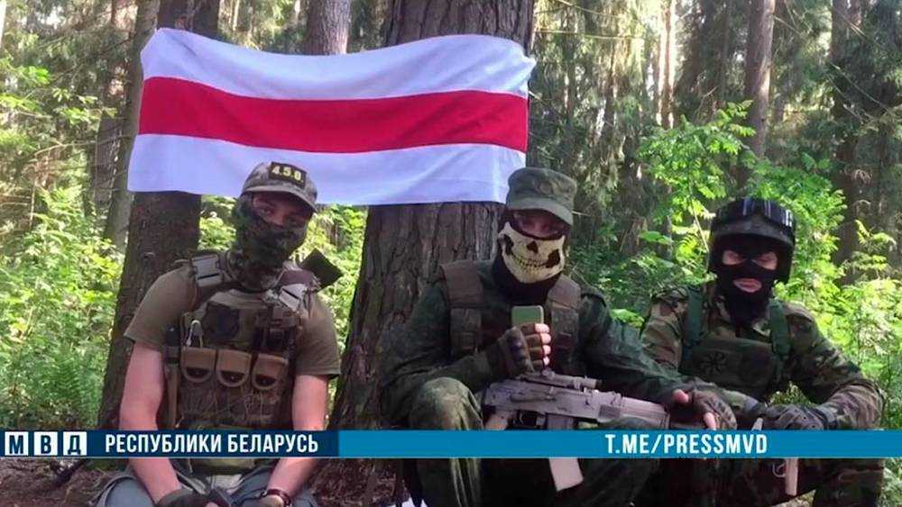 В лесу за брянской границей поймали молодых нацистов