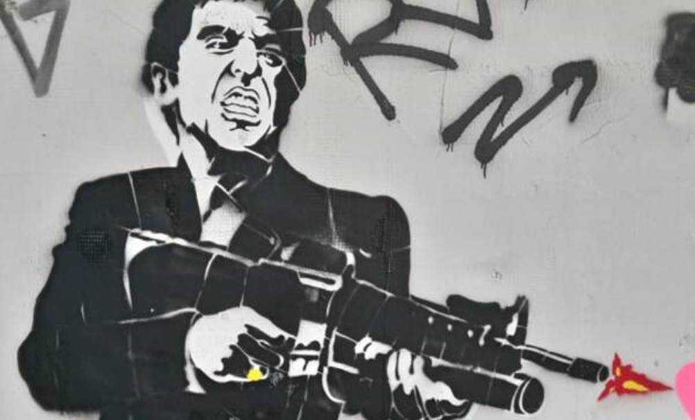 В Бежицком районе Брянска заметили вооружённого Аль Пачино