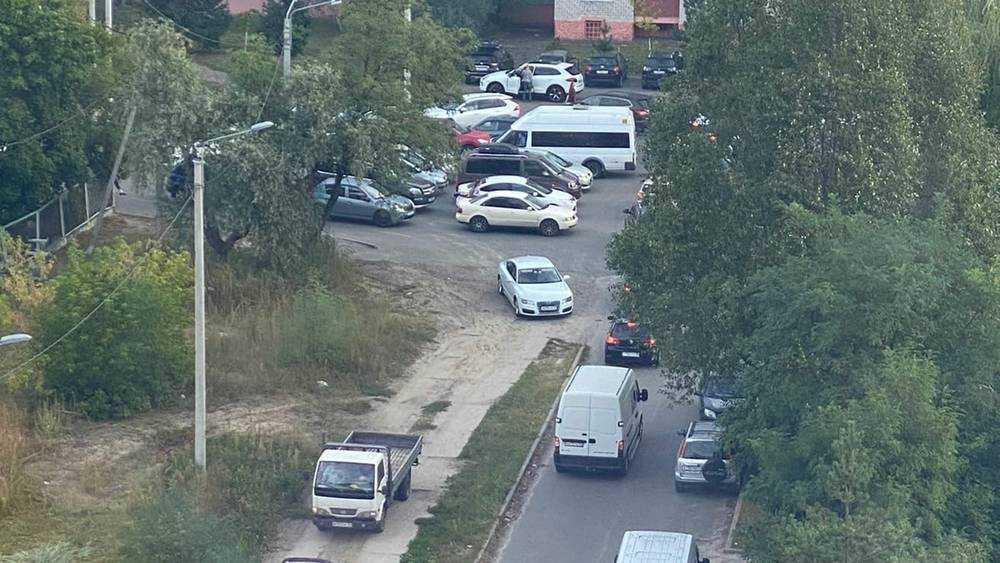 Нищета довела жителей Брянска до пробок возле гимназии №5