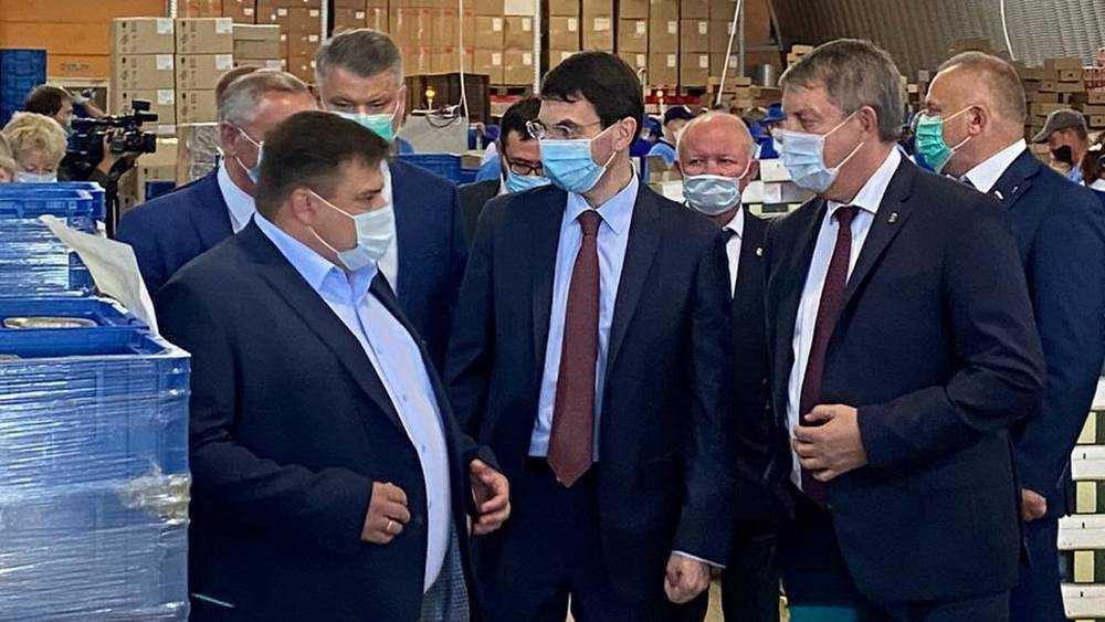 Полпред Игорь Щёголев побывал в Стародубе на заводе «Консервсушпрод»