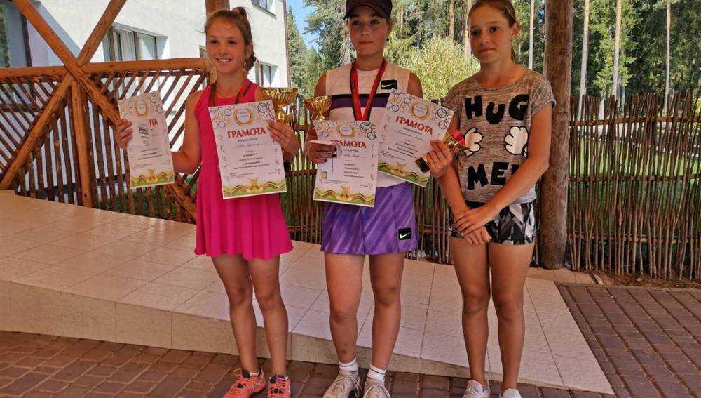 Брянские теннисистки успешно выступили на «Кубке Солнечного»