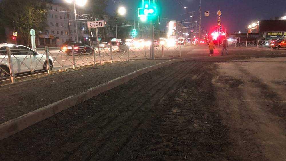 В Брянске владелец «Куба» после скандала стал восстанавливать тротуар