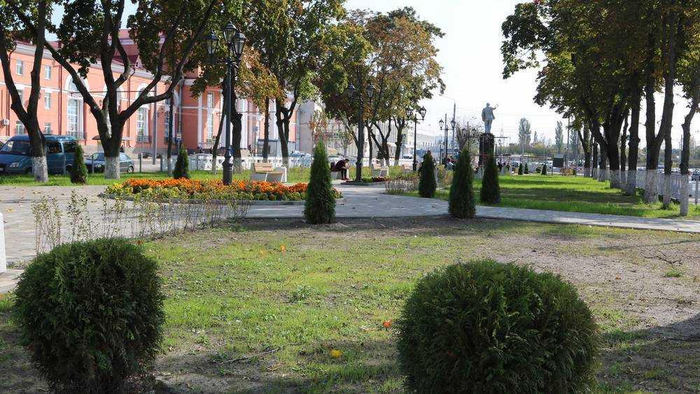В Брянске почти завершили благоустройство привокзальной площади