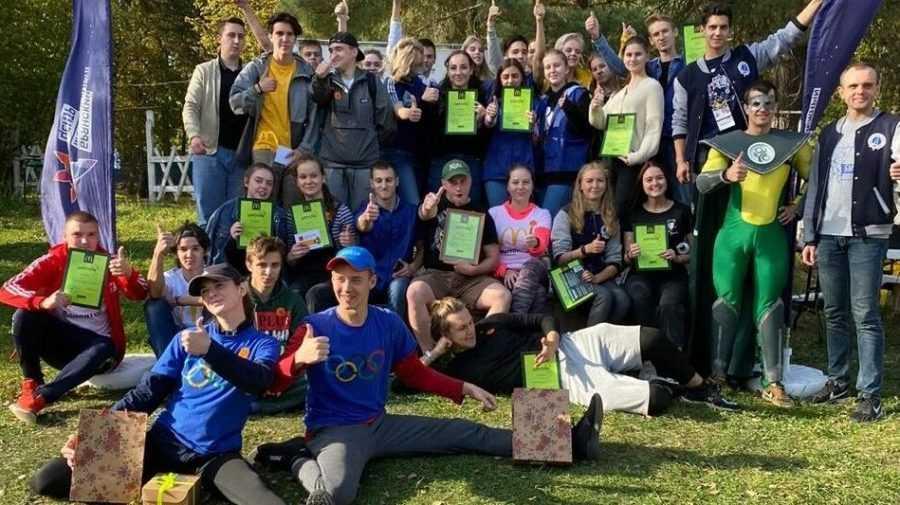 Волонтеры «Макдоналдс» прибрались на Кургане Бессмертия в Брянске