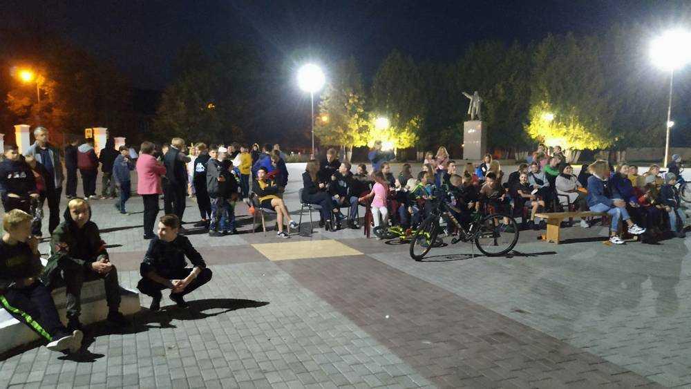 Жителям Белых Берегов подарили фестиваль уличного кино