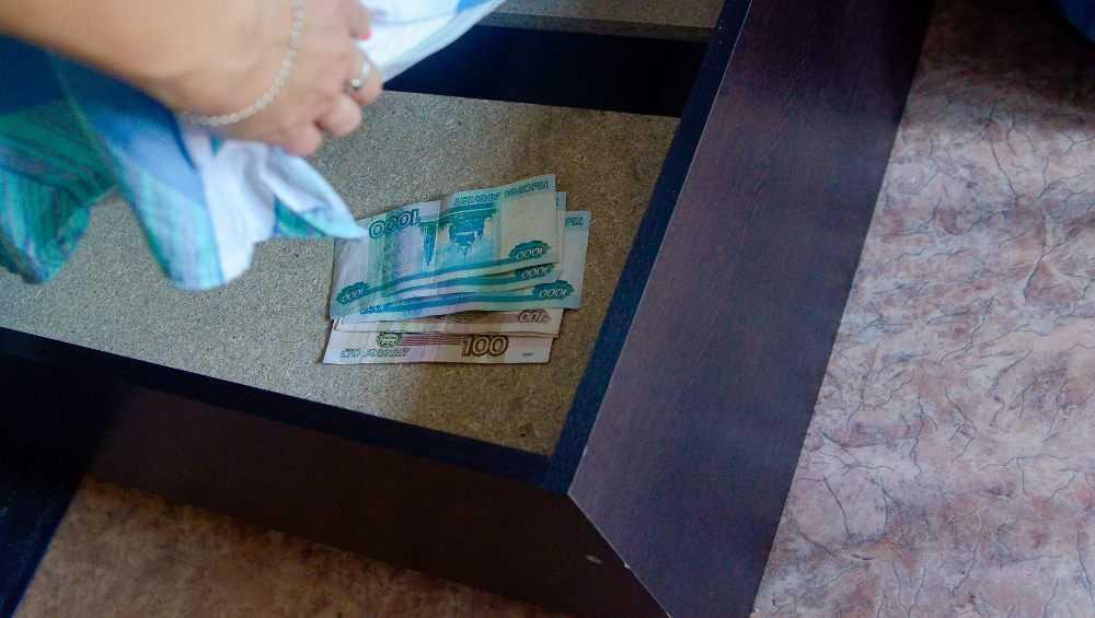 В Клинцах у 94-летней пенсионерки украли 80 000 рублей