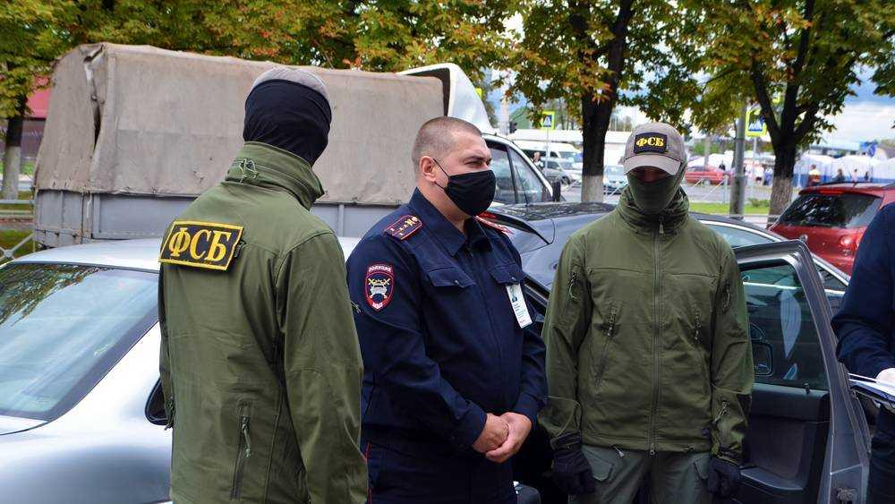 Суд Брянска отправил в СИЗО двух сотрудников МРЭО по делу о взятках
