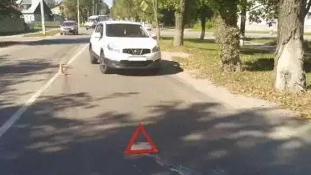 В Брянске на уходе от столкновения водитель «Ниссана» сбил пенсионерку