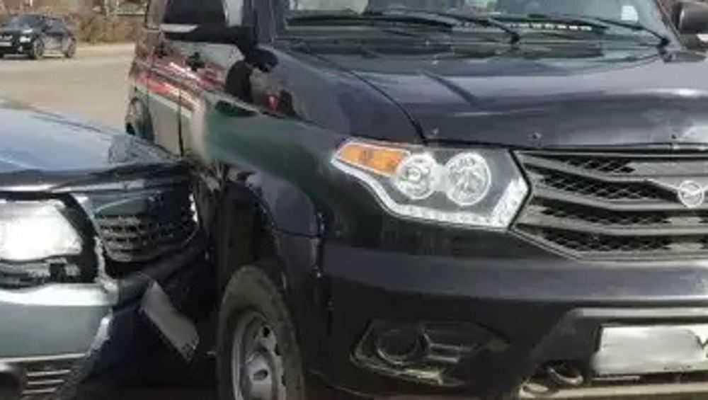 В Сураже автомобилистка на легковушке протаранила «УАЗ Патриот»