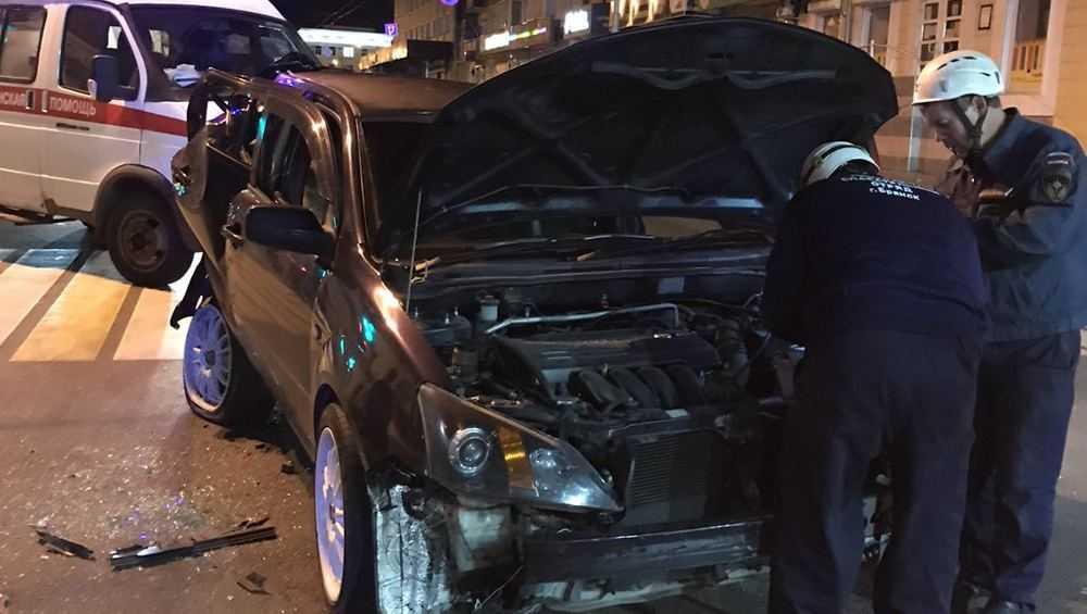 В полночь в Брянске на проспекте Ленина столкнулись три легковушки