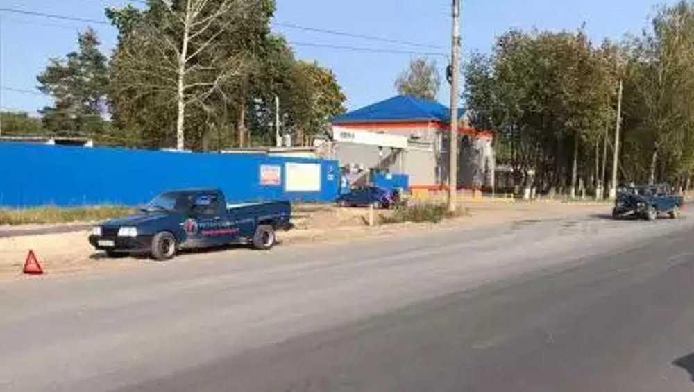 Брянский пенсионер на ВАЗе врезался в притормозивший пикап