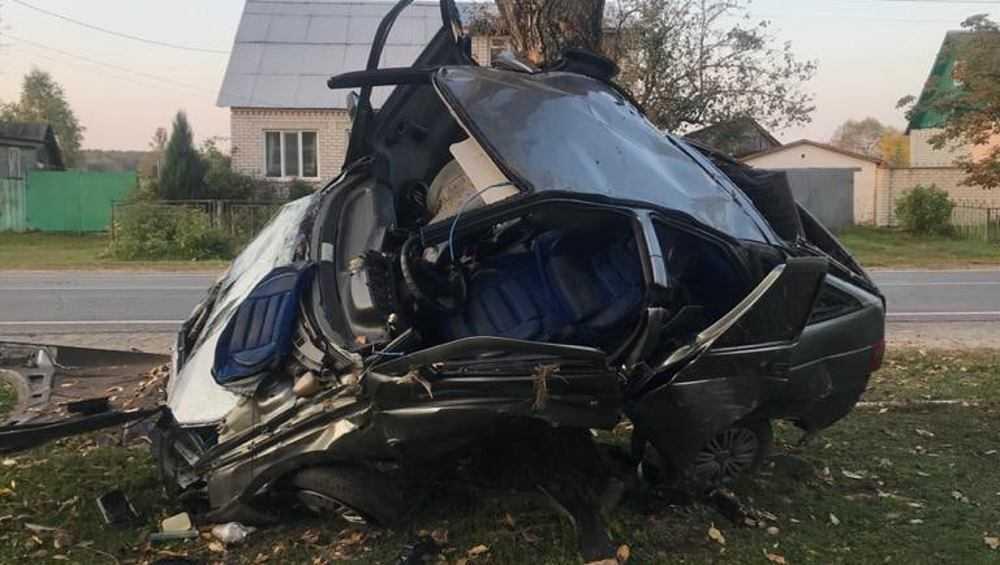 В Ивоте пьяный автомобилист превратил свой ВАЗ в груду металла