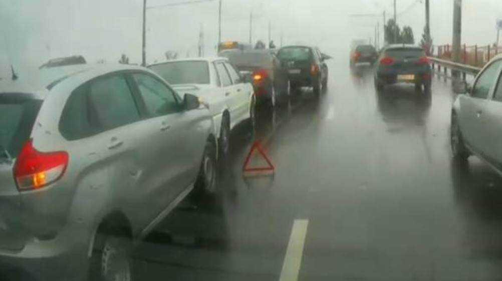 На мосту возле вокзала «Брянск-I» столкнулись четыре автомобиля