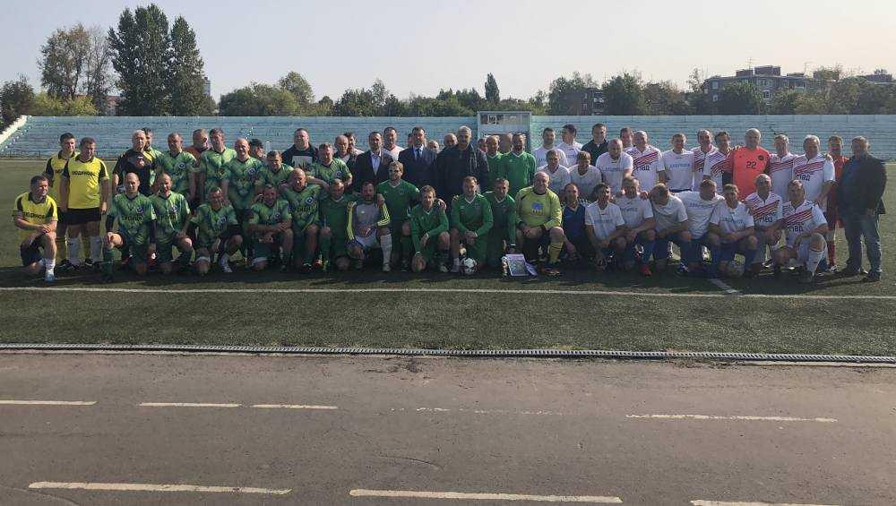 Брянские ветераны спорта победили в турнире по футболу