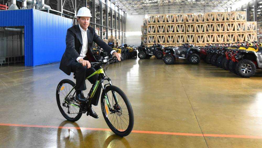 Министр прокатился на велосипеде в Жуковке и призвал увеличить экспорт