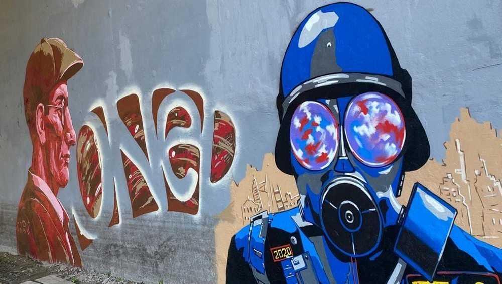 Первомайский мост в Брянске украсили забавными граффити