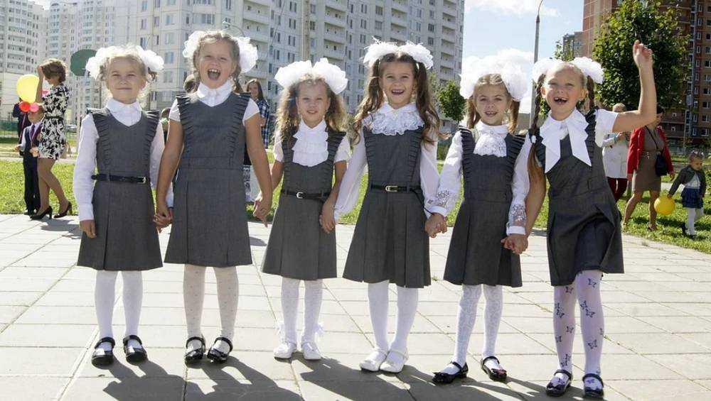 В Брянске прошла первая линейка в новой школе №71