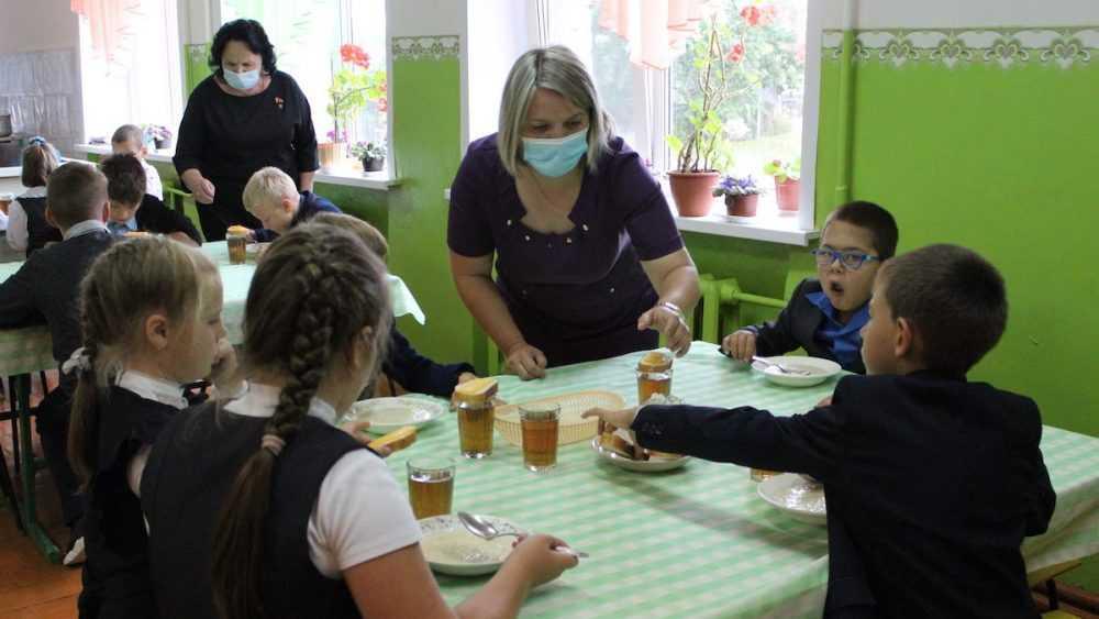 Людмила Журавлева: С начала учебного года младшеклассники всех школ Брянской области питаются бесплатно