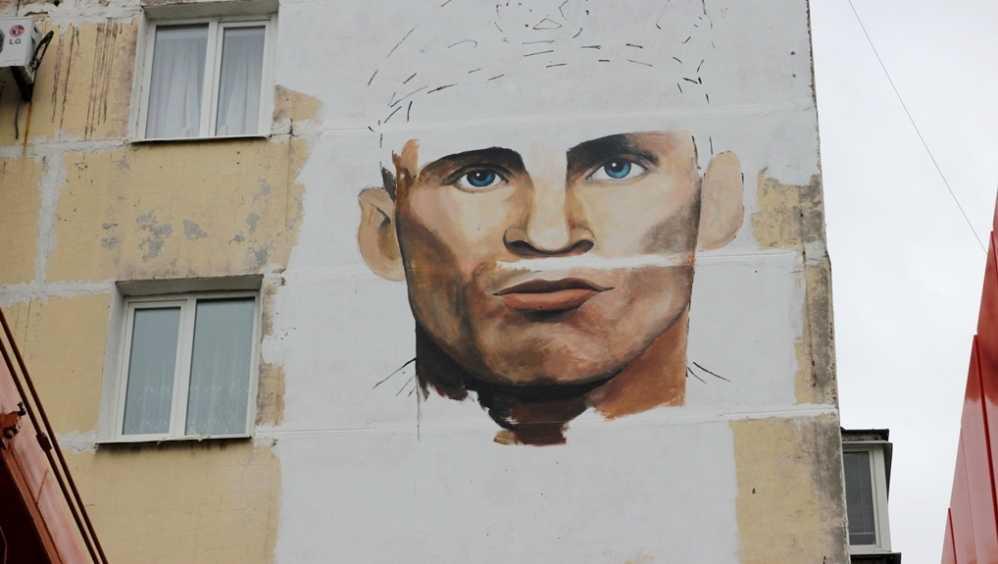 В Брянске на стене дома напишут портрет Героя России Олега Ермакова
