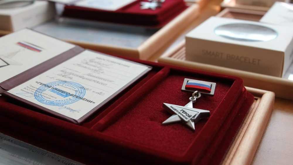Сергей Перепелов вручил награды добровольцам Брянской области, помогавшим людям в период пандемии коронавируса
