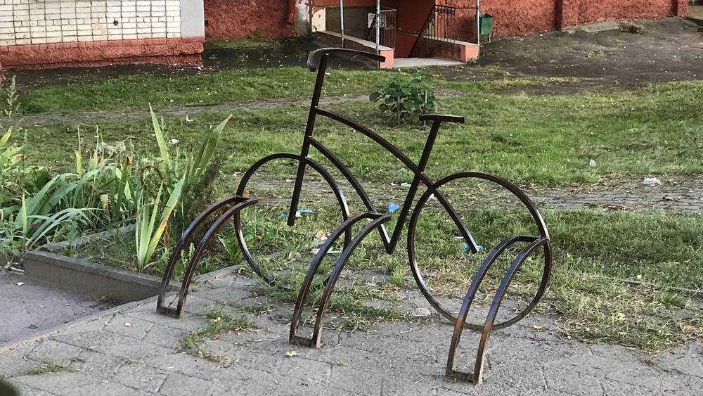 В Брянске стали отводить места для крохотных велопарковок
