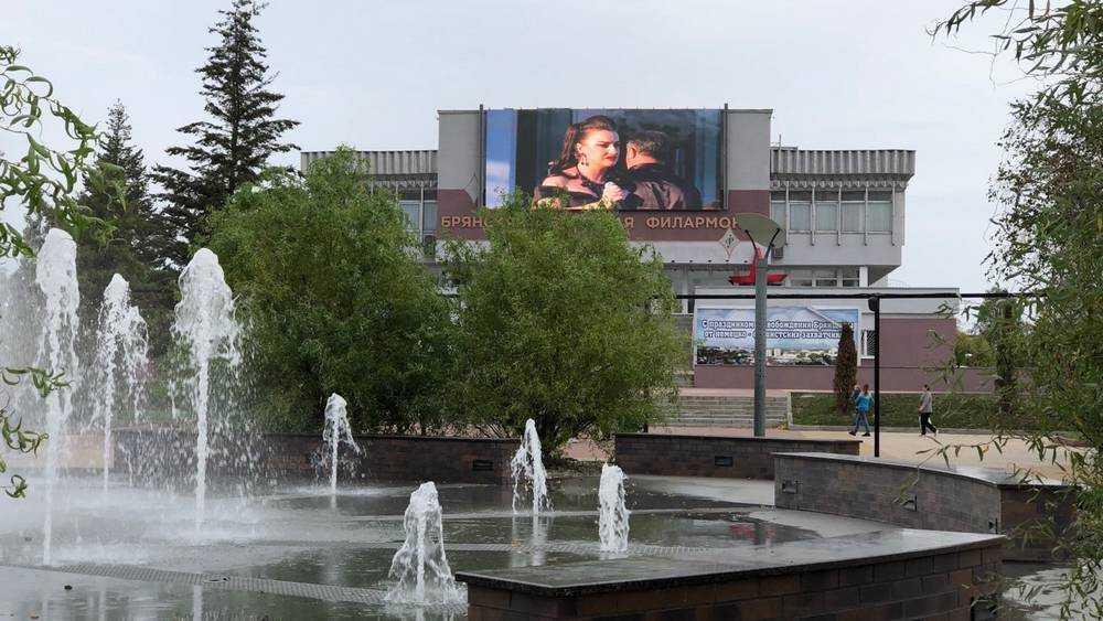 Жителей Брянска на набережной порадовали концертом
