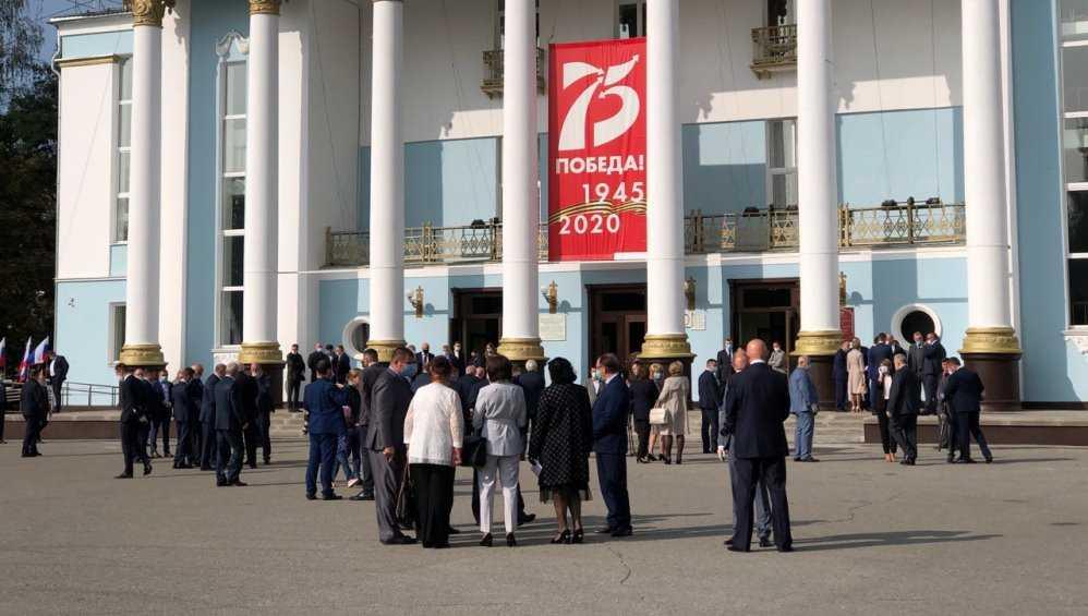 Избранный губернатор Брянской области принес присягу