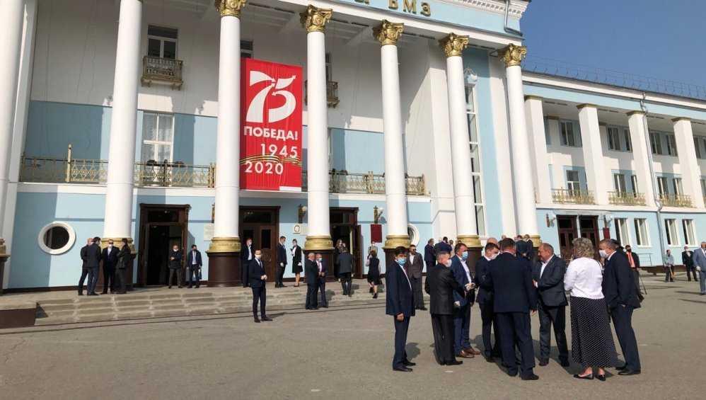 В Брянске приглашенные прибыли на инаугурацию губернатора