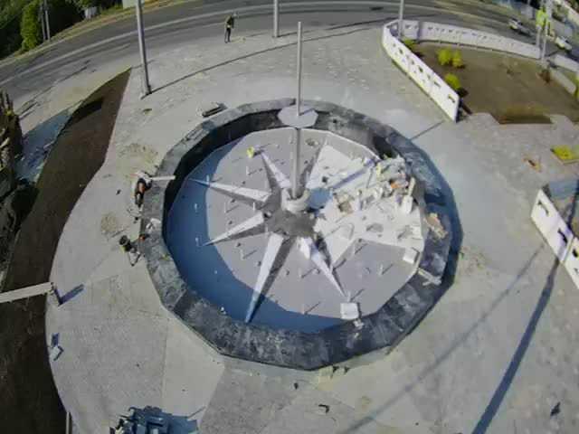 Новый фонтан у брянского вокзала обрел форму